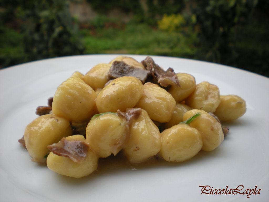Gnocchi di patate con funghi e gorgonzola