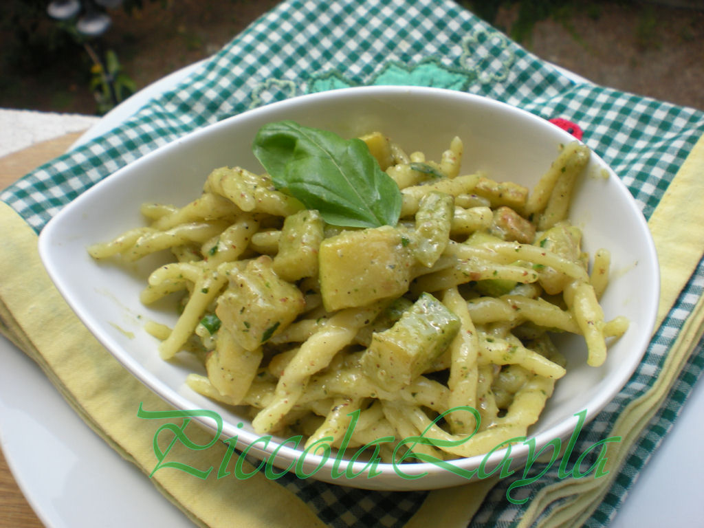pasta cn zucchine e pesto di mandorle e basilico (11)b