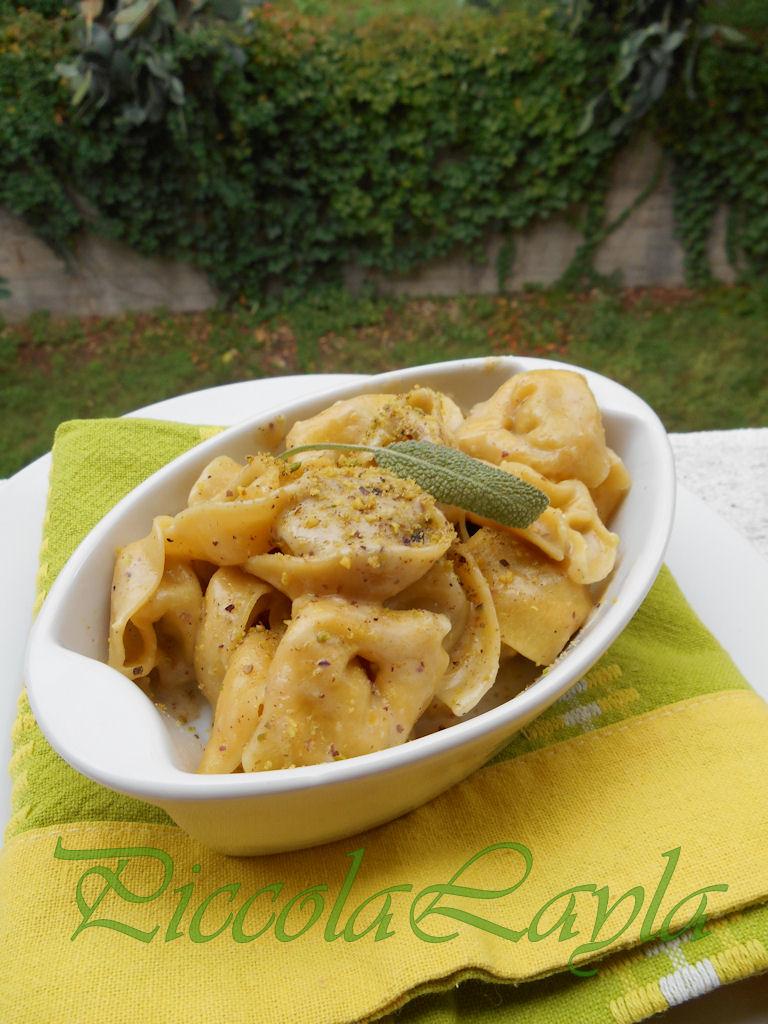 tortelli ai funghi con bescimella al pistacchio e gorgonzola (12)b