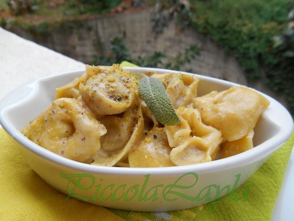tortelli ai funghi con bescimella al pistacchio e gorgonzola (8)b
