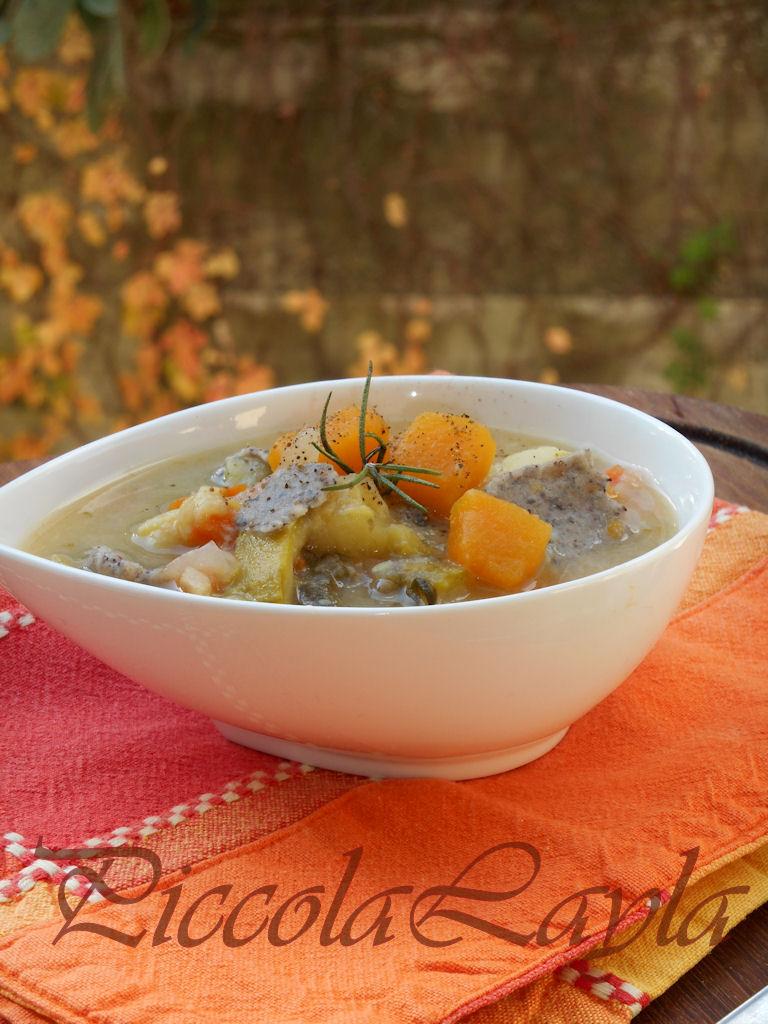 un piatto di minestra con la zucca goloso