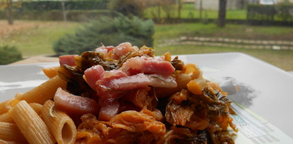 Pasta con Verza Rossa Veronese e Pancetta Croccante
