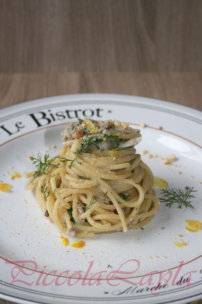 Spaghetti con Sarde Mandorle e Finocchietto Selvatico