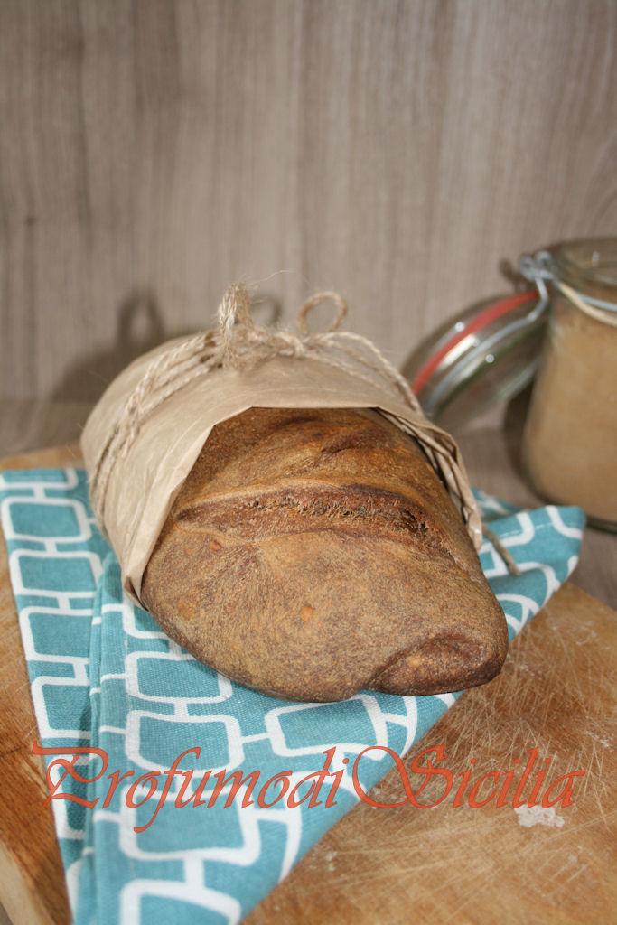 Pane con Grano Arso e Pasta Madre