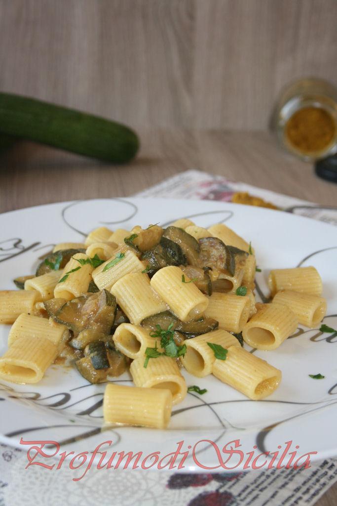 Mezze maniche con Zucchine e Curry