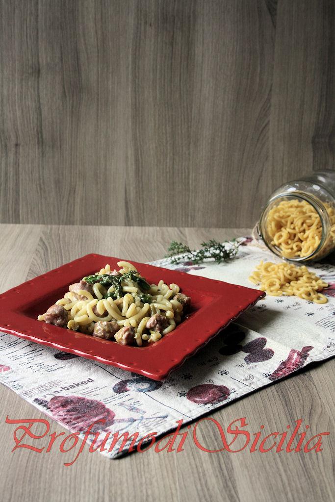 Gramigna con Ragù di Salsiccia al Latte e Asparagi