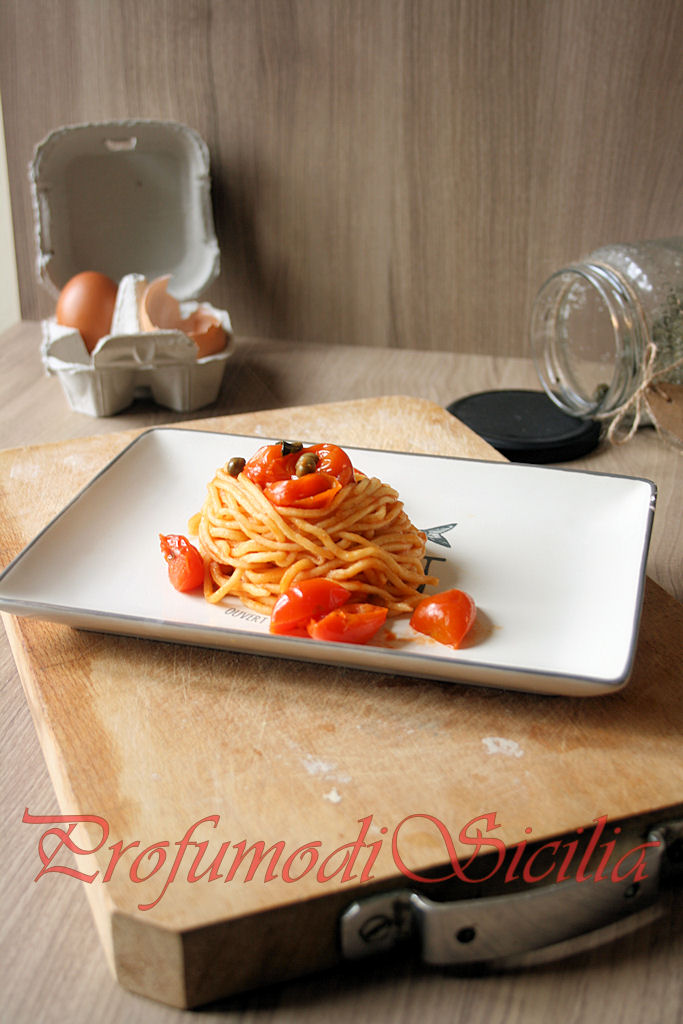Spaghetti alla Chitarra con Sugo all'Eoliana