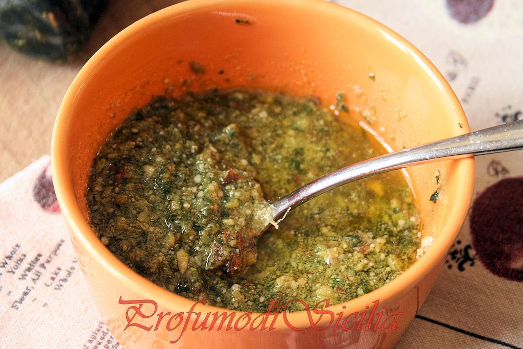 Tagliatelle all'uovo con Pesto alle Mandorle e Zucchine Grigliate