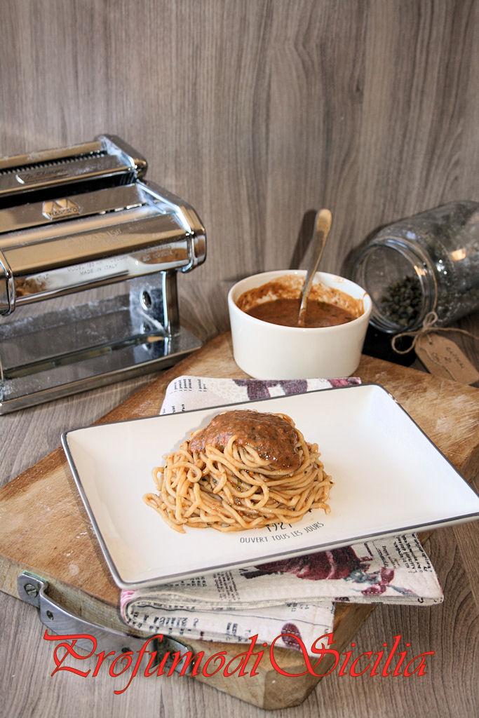 Spaghetti alla Chitarra con Pesto Rosso