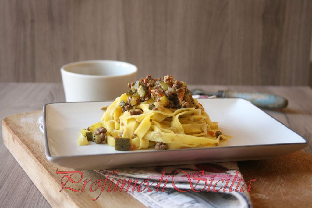 Tagliatelle al Ragù misto con Zucchine