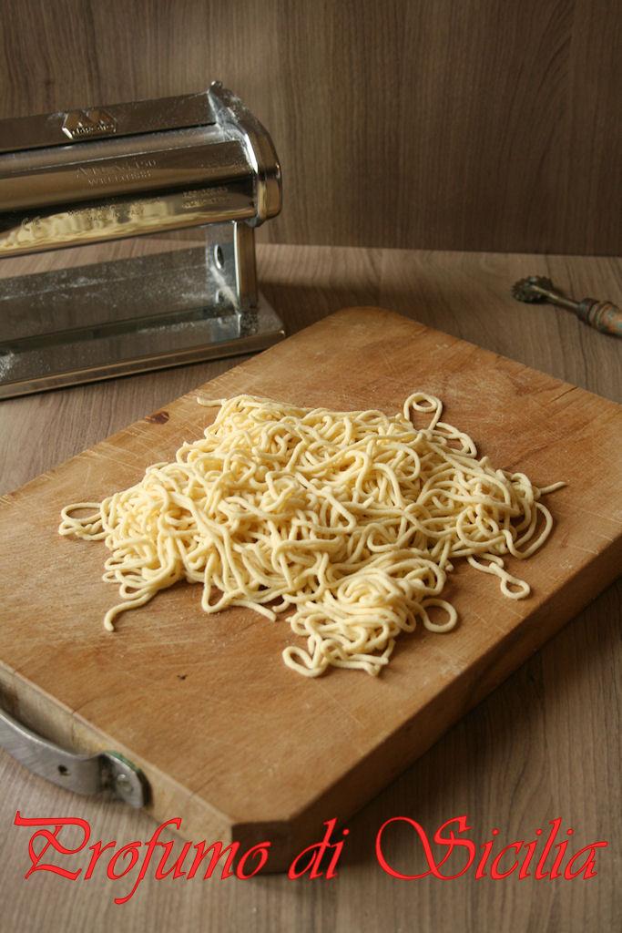Spaghetti alla Chitarra alle Olive e Origano