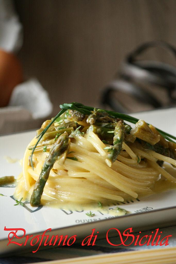 Spaghetti alla Carbonara di Asparagi ed Erbe Aromatiche
