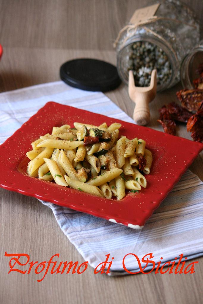 Pasta con Zucchine e Pomodori Secchi