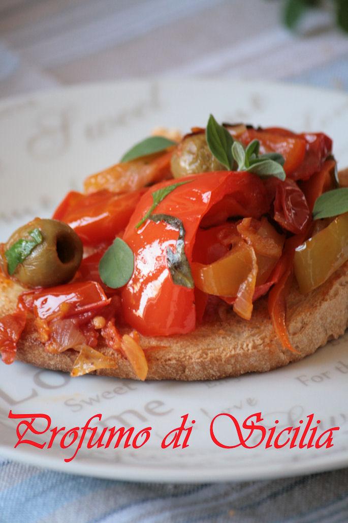Bruschetta con Peperoni e Olive