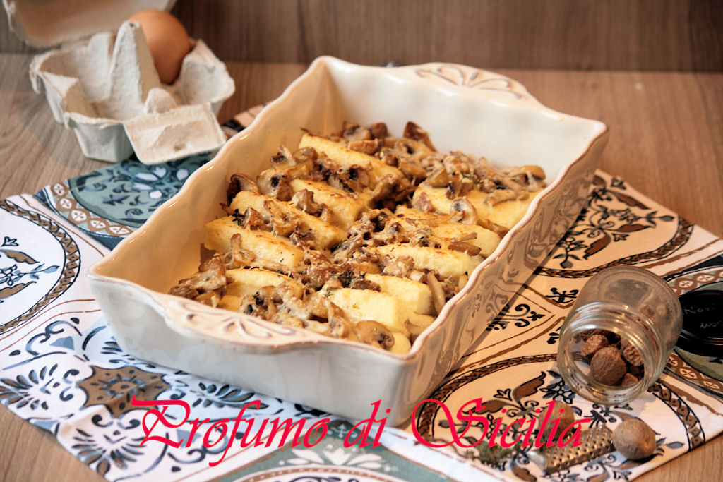 Gnocchi alla Romana con Funghi Champignon fatti in casa.