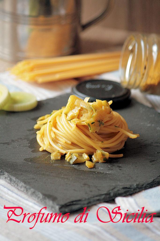 spaghetti con porro e zucchine