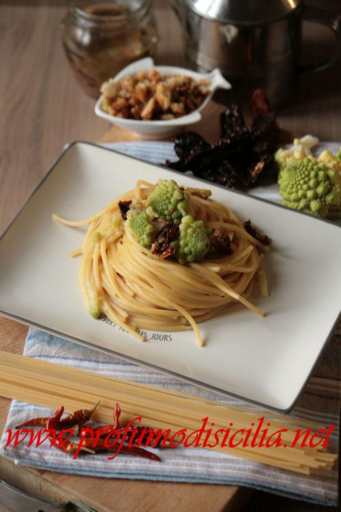 Pasta con Broccolo Romanesco e Pomodori Secchi