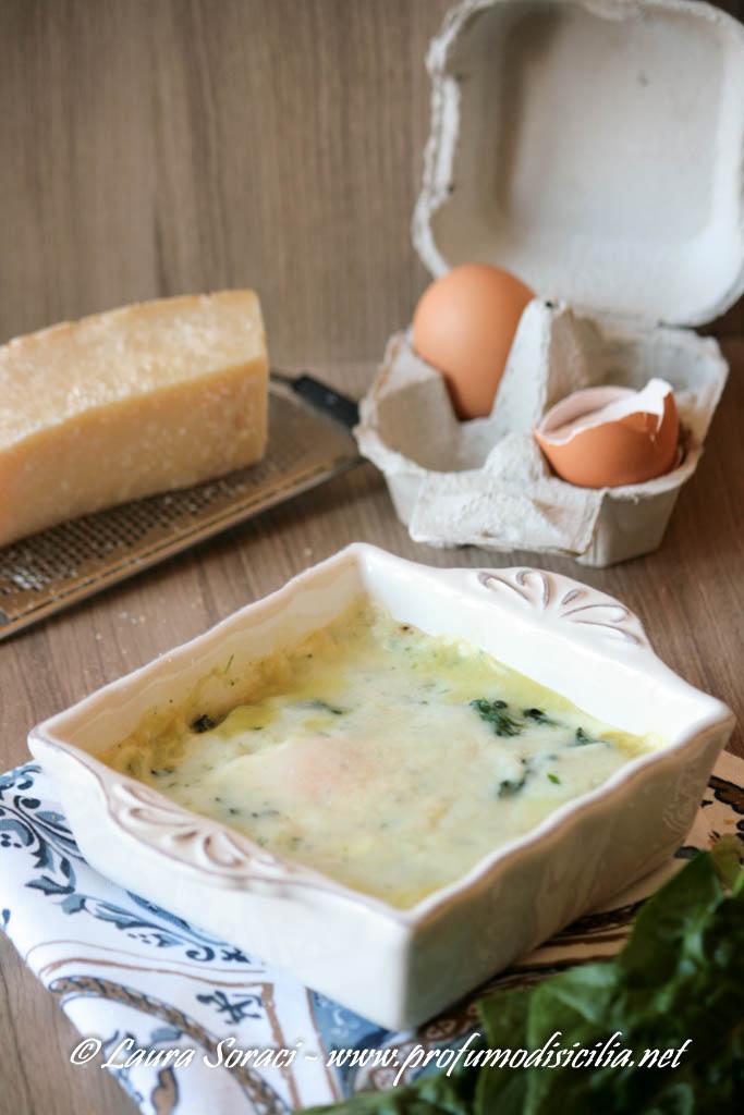 uova alla fiorentina con spinaci e besciamella cotte in forno