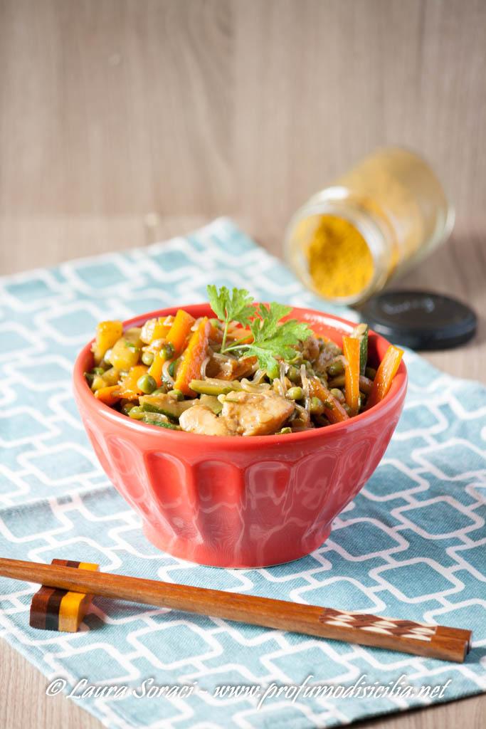 Noodles di Riso con Verdure e Pollo