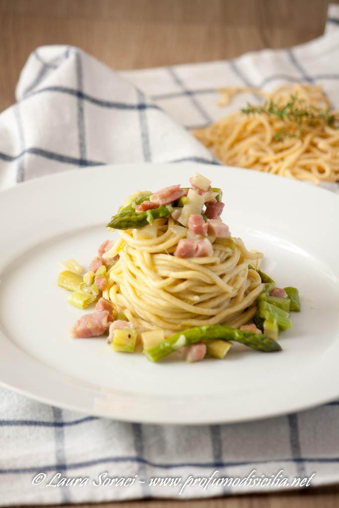 Spaghetti alla Chitarra con Asparagi e Pancetta