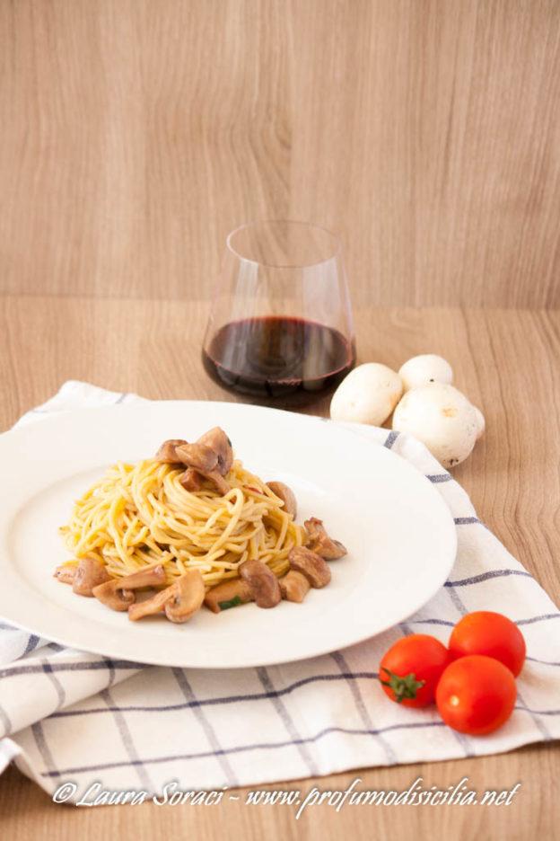 Spaghetti alla Chitarra con Funghi e Pinot Nero