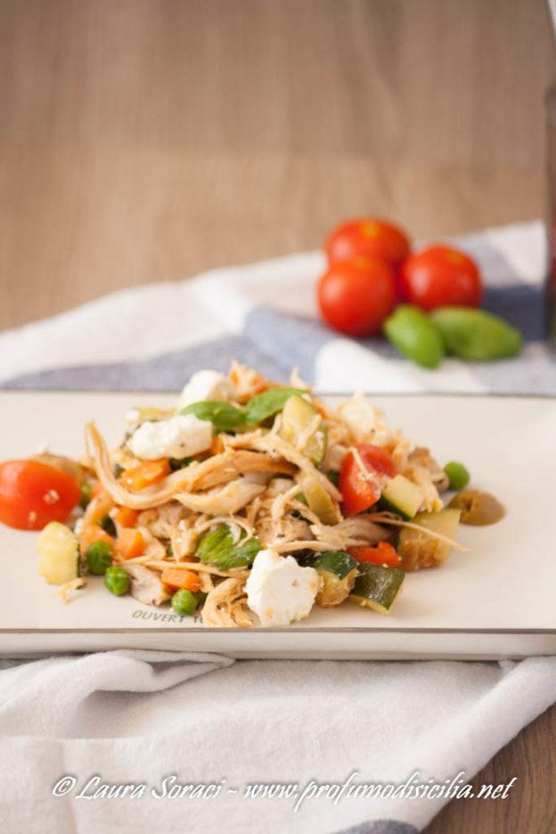Insalata di Pollo e Verdure con Feta Greca