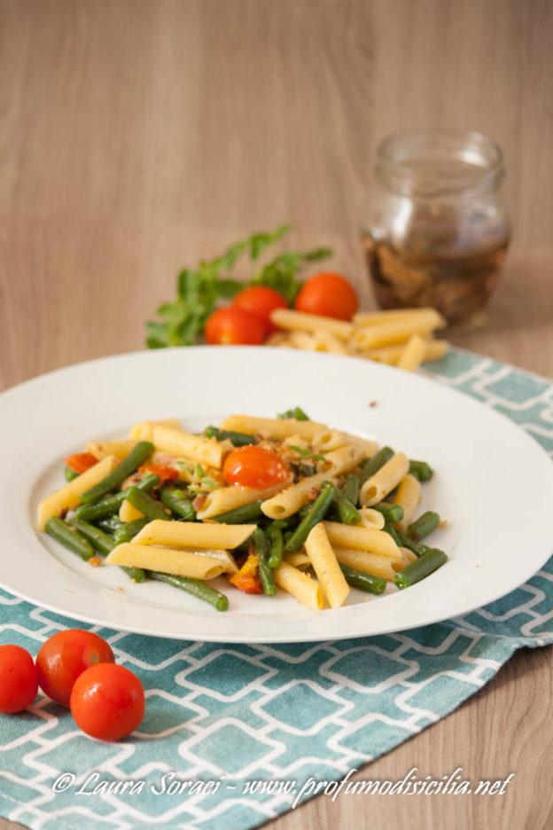 Pasta con Fagiolini Alici e Briciole Fritte