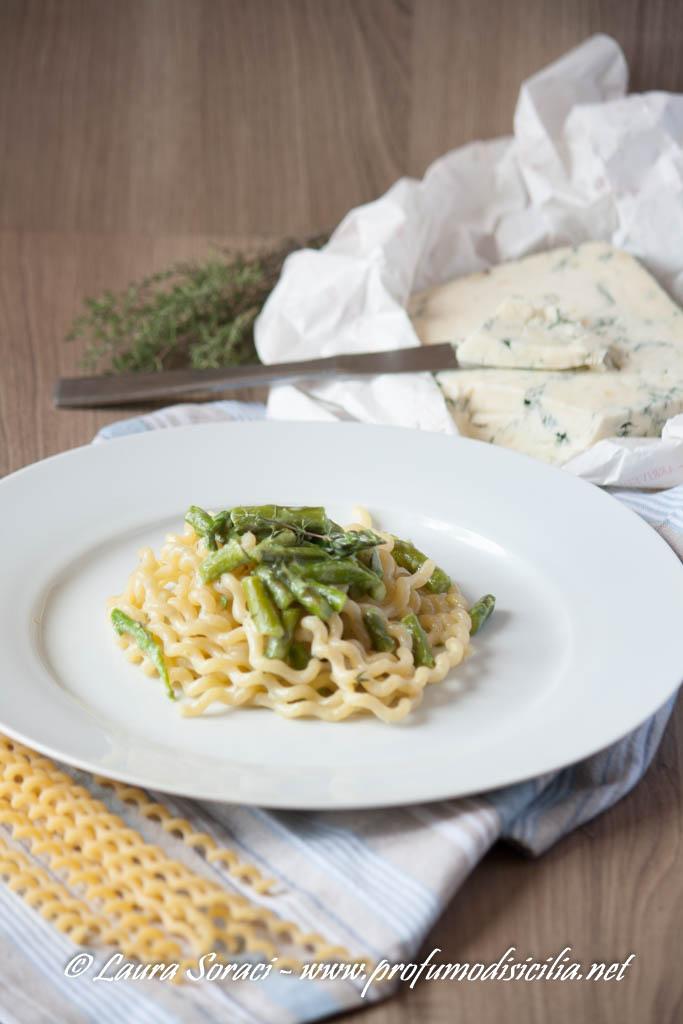 Fusilli Ricci con Asparagi e Gorgonzola