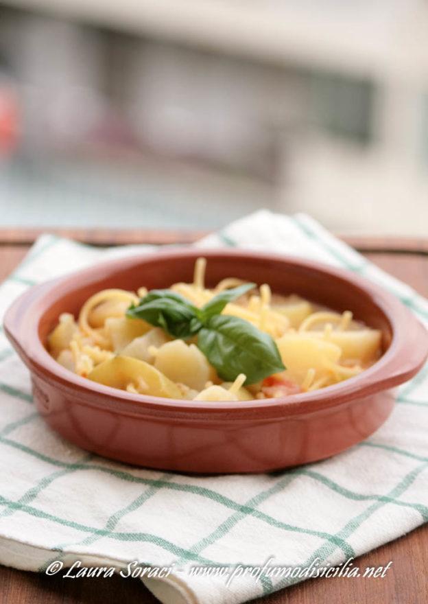 Minestra di Zucchina Lunga Siciliana con Spaghetti Rotti