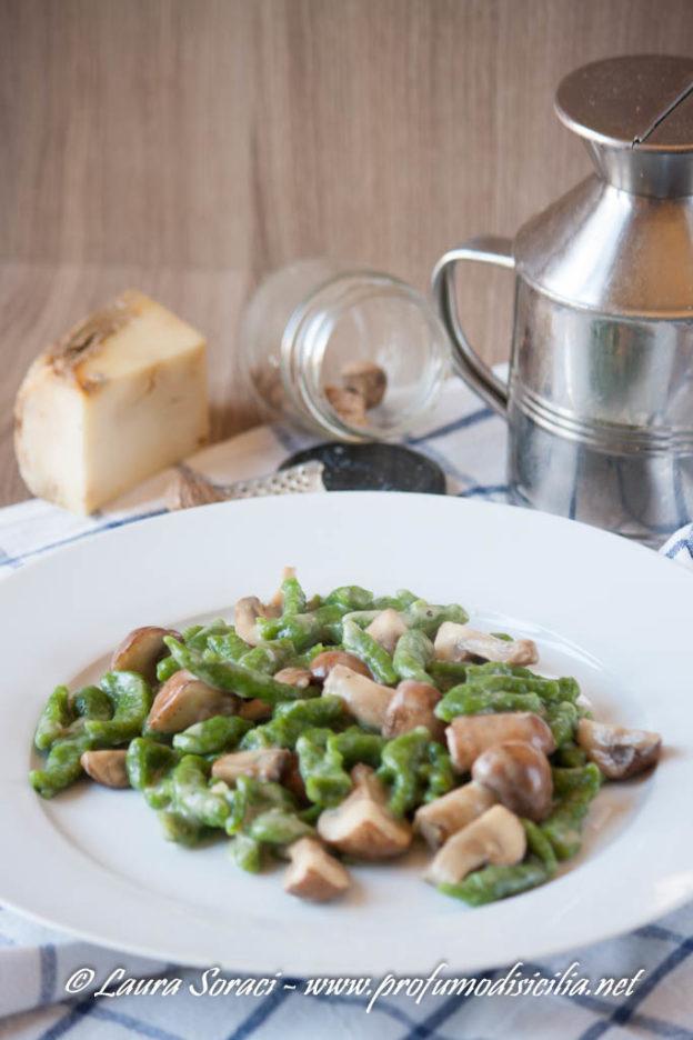 Spatzle di Spinaci con Funghi e salsa al Formaggio