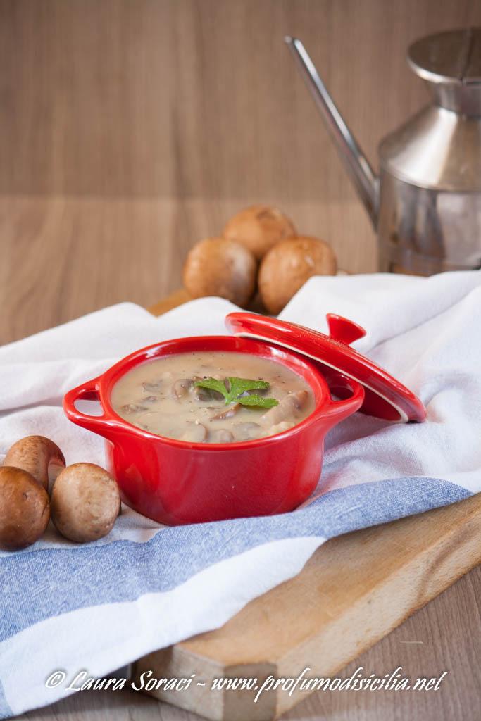 Zuppa di Funghi Cremini autunnale