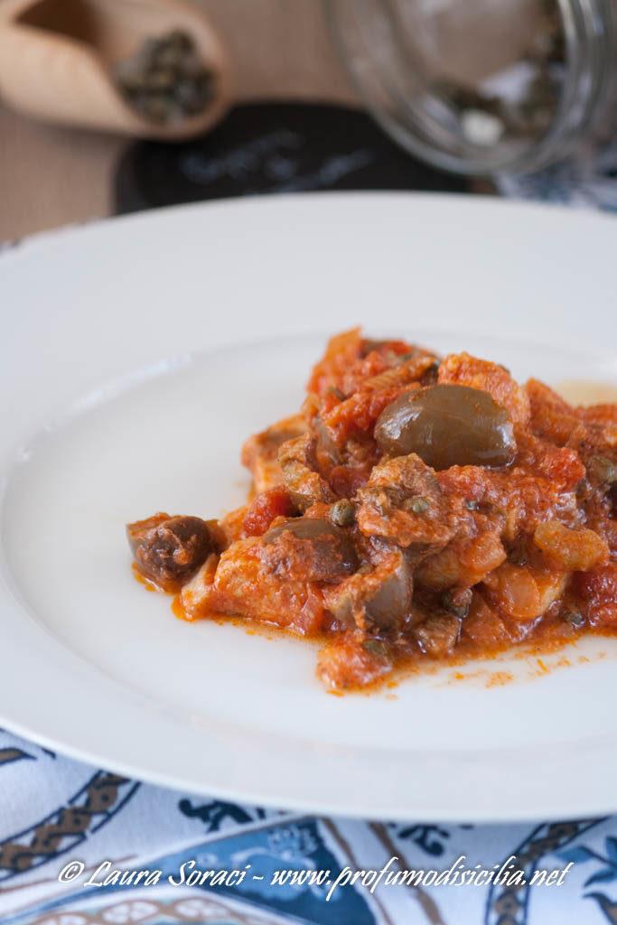 I bocconcini di pesce spada a ghiotta un secondo della tradizione messinese per la rubrica L'Italia nel Piatto