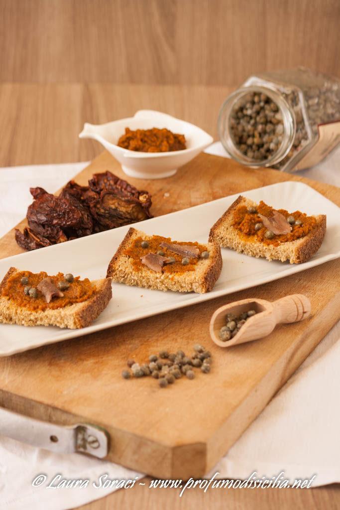 Il capuliato siciliano è il pesto di pomodori secchi dal sapore intenso e dal gusto esplosivo perfetto per tante preparazioni