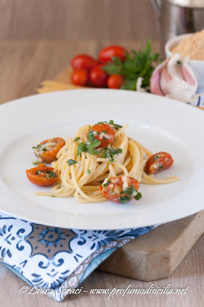Spaghetti con pomodori grigliati