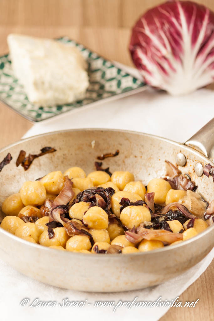piccole palline di patate con radicchio e zola