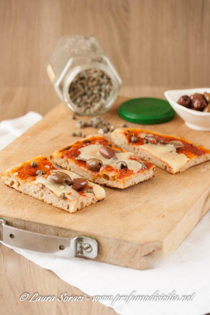 Acciughe olive e capperi per la pizza più buona del mediterraneo