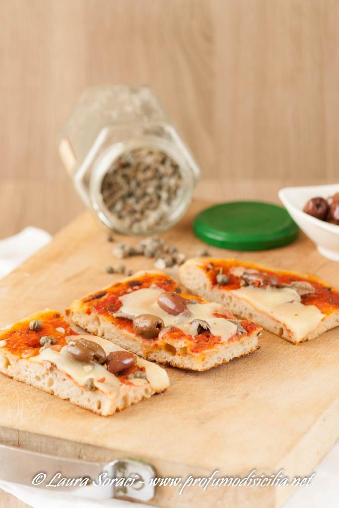 La pizza alla Siciliana è deliziosa