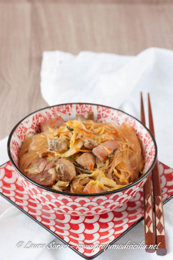 noodle con verdure e prosciutto cotto