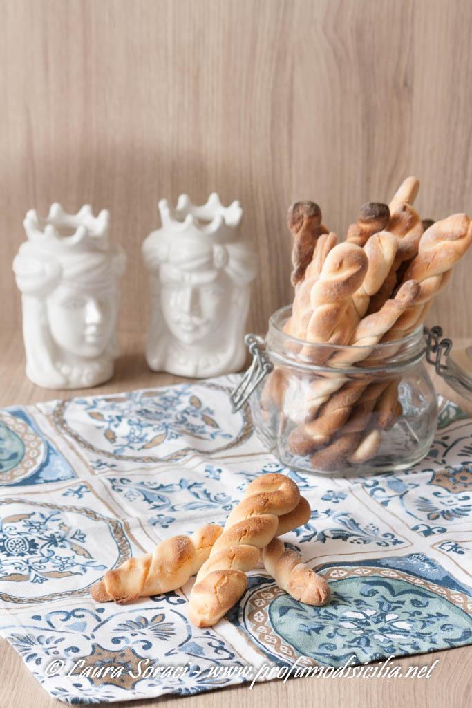 I biscotti siciliani al latte per la colazione  in famiglia