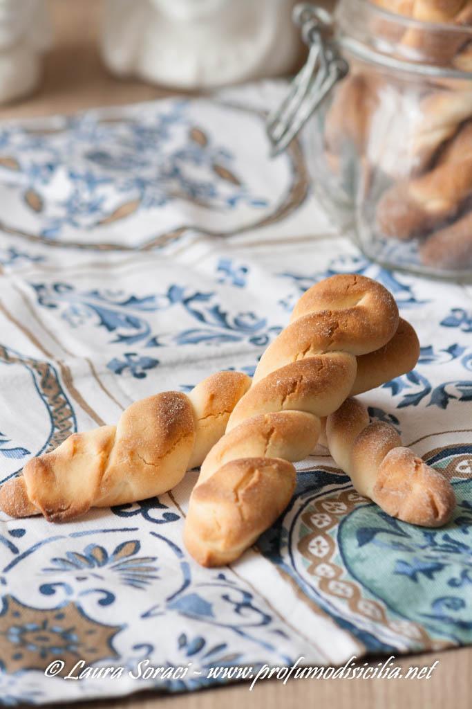 Biscotti al latte Siciliani piccole chicche d'infanzia