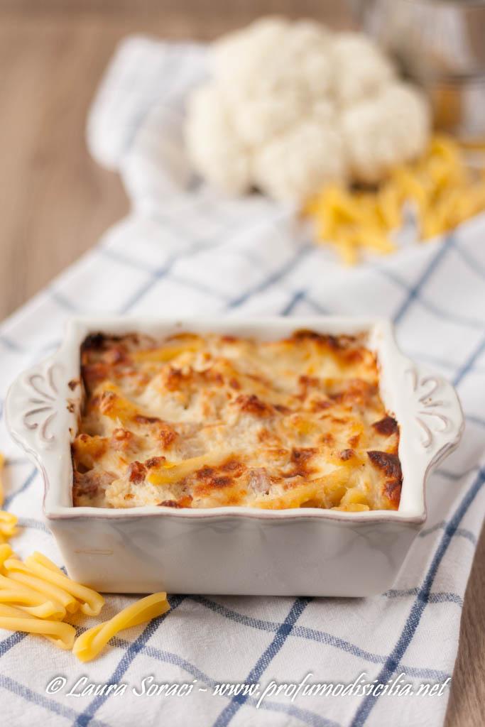 Amate i gratinati? non perdetevi la pasta al forno con cavolfiore e prosciutto