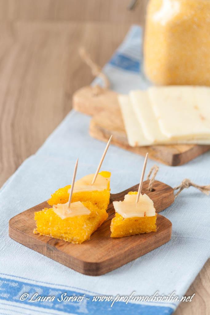 A Messina gli scaghiozzi si arricchiscono il formaggio
