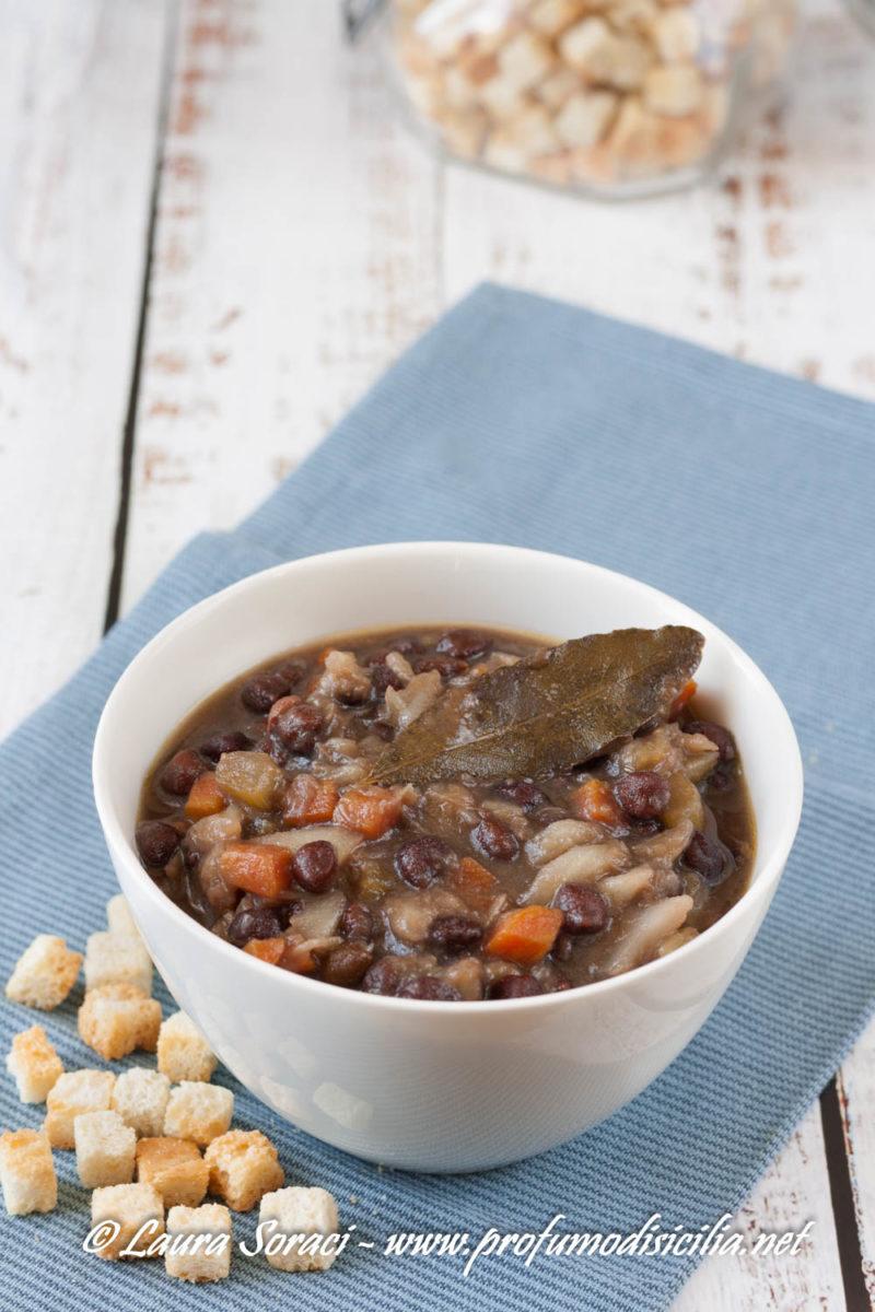 Una minestra a base di ceci neri della murgia un prodotto antico buonissimo