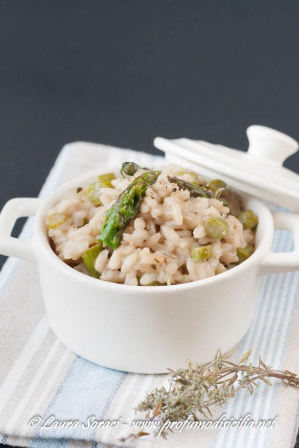 Il risotto con asparagi e pinot nero una piatto di primavera delizioso