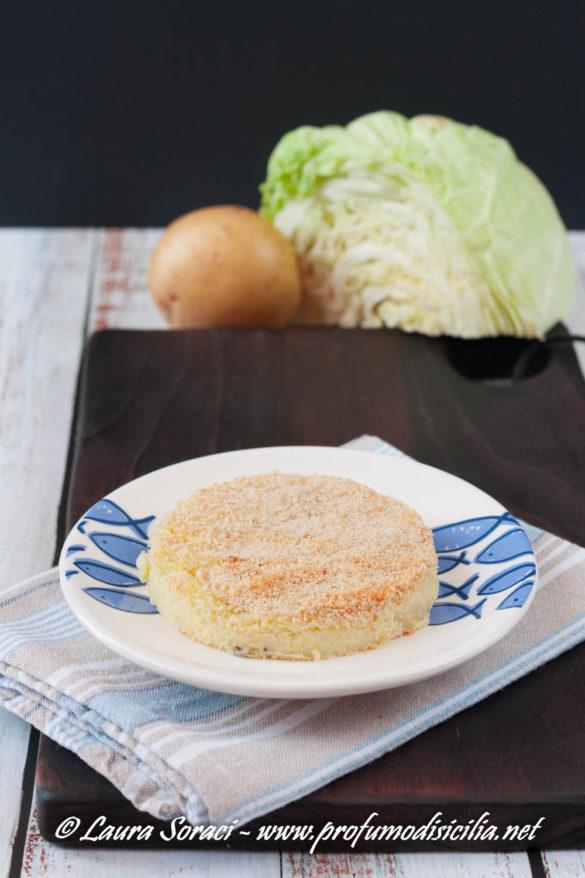 Uno sfizioso sformato di verza e patate per un secondo vegetariano o un contorno goloso