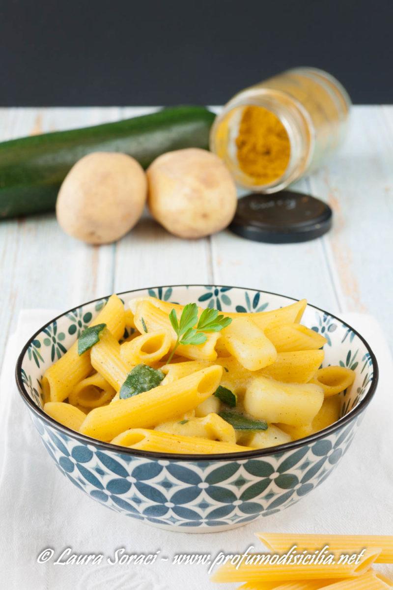 la pasta patate zucchine e curry buonissima e cremosa