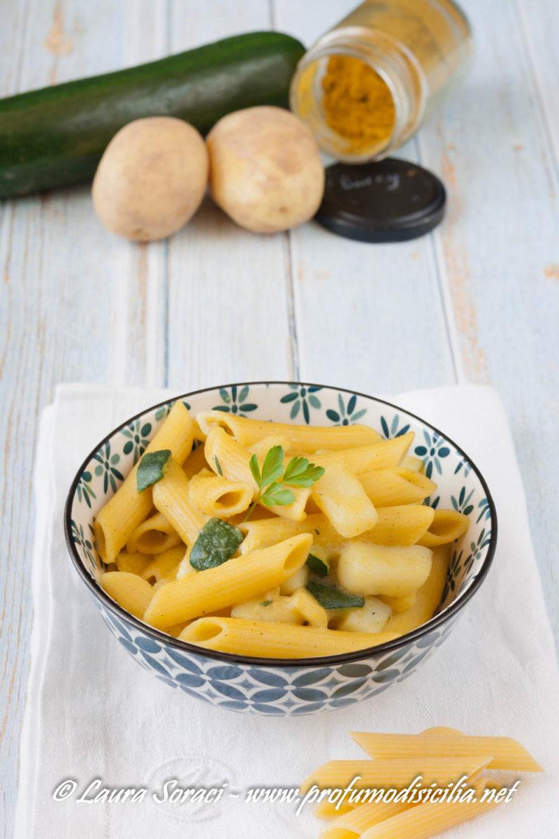 una deliziosa pasta risottata con patate zucchine e curry