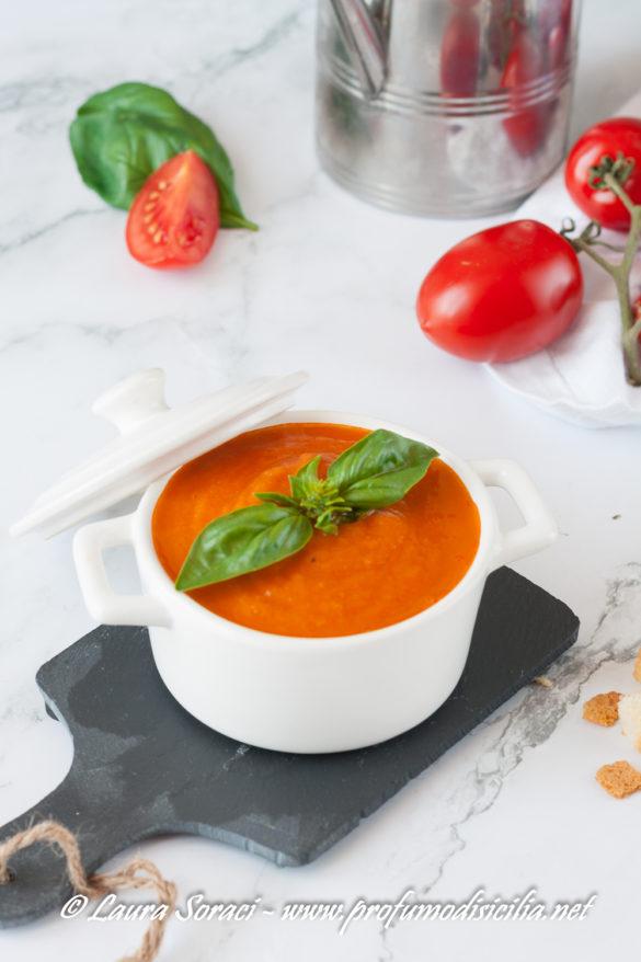 La zuppa di pomodori perfetta per l'estate