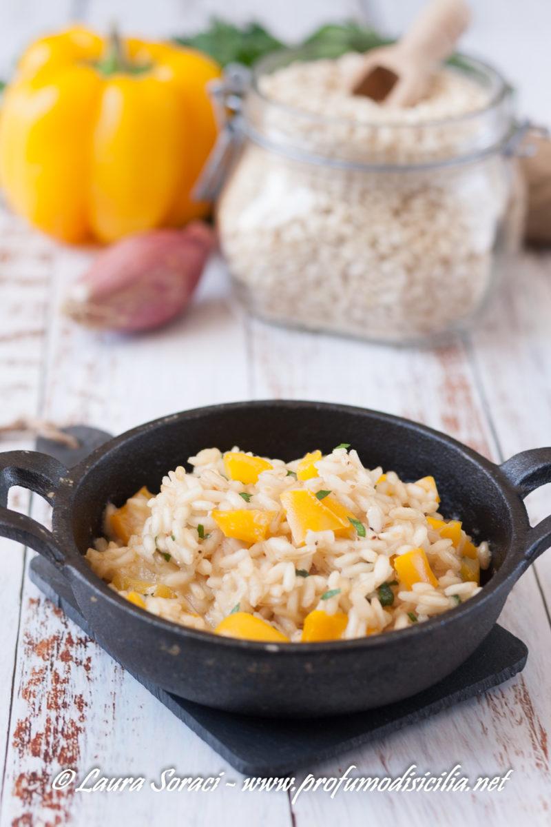 Godiamoci questo risotto estivo con i peperoni di voghera