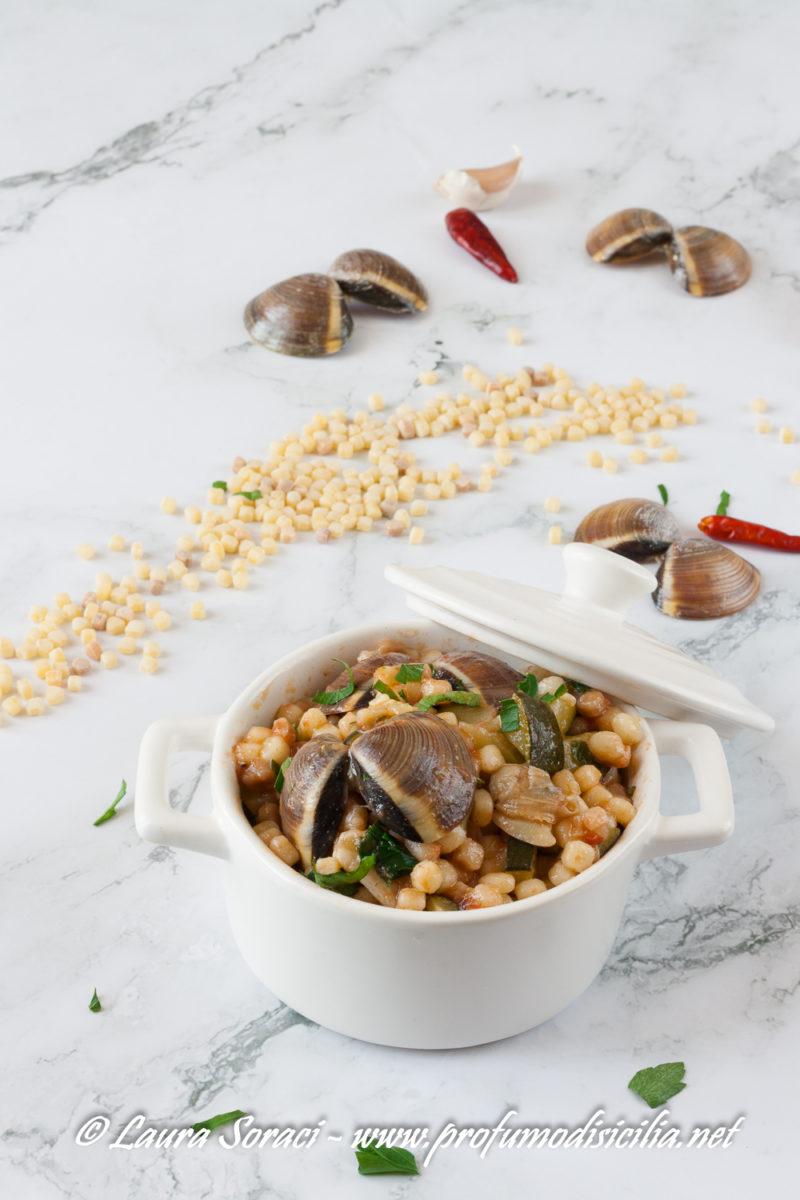 la cucina tipica sarda la fregola con vongole e zucchine